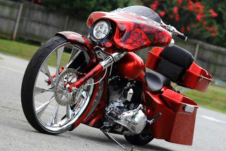 "ACE IN THE HOLE"" 30 INCH WHEEL CUSTOM BAGGER | The Bike Exchange"