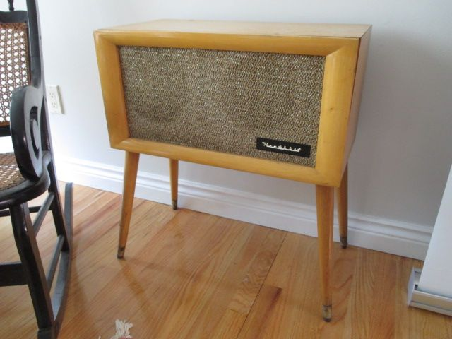 VINTAGE STAND SPEAKER Estate sale from graceful Bell's Corners home – 70 Ridgefield Crescent, Ottawa ON. Sale will take place SUNDAY, May 24th 2015, from 9am to 2pm. Visit www.sellmystuffcanada.com for full sale description and photos of all available items! #70Ridgefield #SMSO