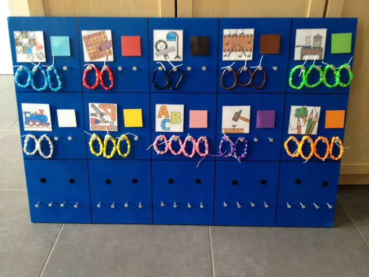 Keuzebord met armbandjes: leuk voor in de kleuterklas of bij hoekenwerk.