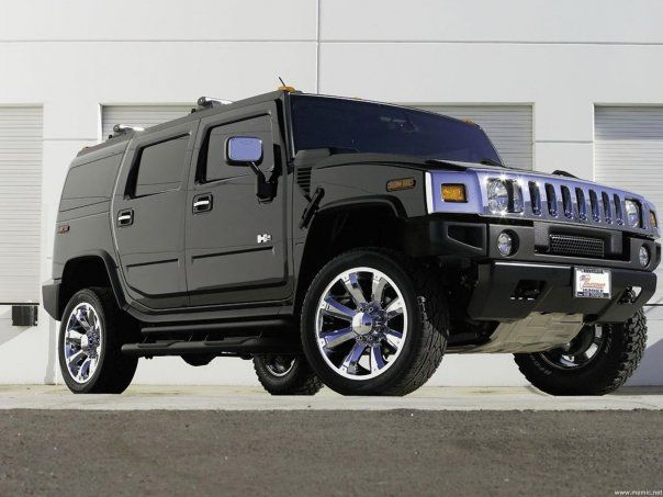 Hummer, my dream car!!!! I'm so obsessed with this truck. ..but I'm not to excited about the price!!! Maybe one day I will be a hummer owner☆★☆