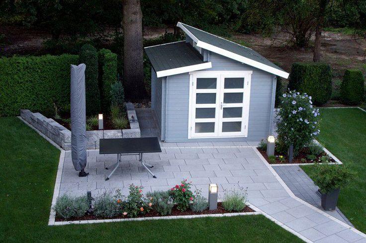 Die graue Terrasse passt perfekt zum Pultdach-Gartenhaus Aktiva-40.