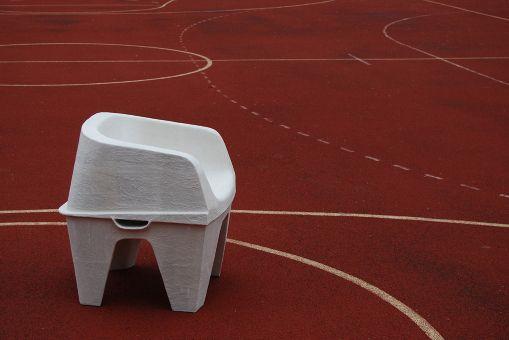 Cadeira feita de pasta de papel