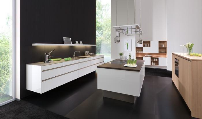 luxe keukens met kookeiland - kastjes los van de grond.