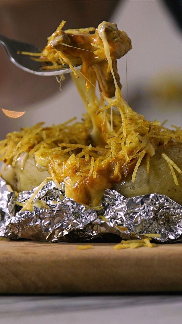 Já imaginou servir strogonoff dentro de uma batata? Essa receita é um ótimo motivo para convidar os amigos em casa!