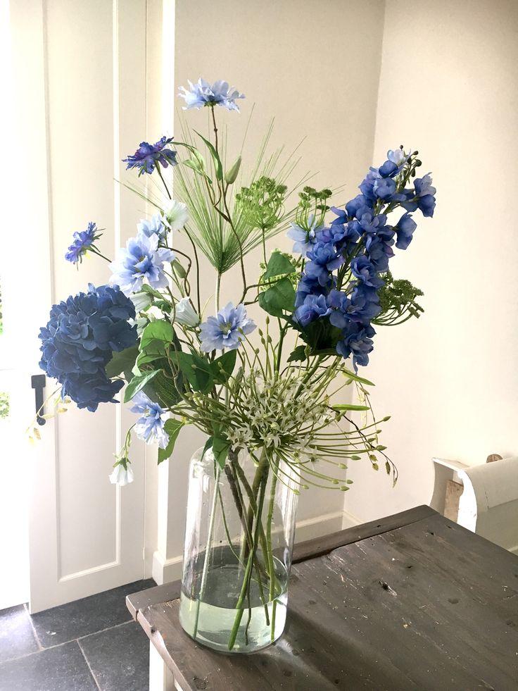 """NIEUW in de webshop """"Stylish blue Bouquet"""". Deze en nog meer veldboeketten kunt u shoppen op   https://www.annefleurs-shop.nl/c-3979698/veldboeketten/"""
