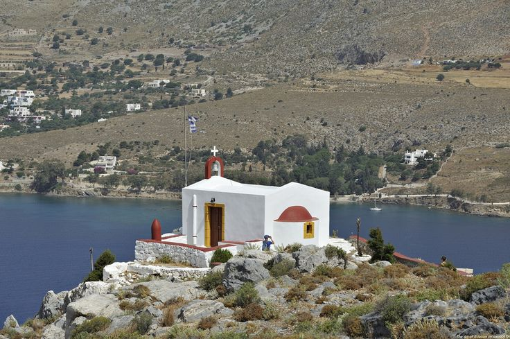 Προφήτης Ηλίας Λέρου. Ο Προφήτης Ηλίας είναι ένα από τα πιο όμορφα εκκλησάκια στο νησί.Δεσπόζει στην περιοχή Απιτύκι και η μοναδικότητα της θέας καθηλώνει όλους τους επισκέπτες του.Η πρόσβαση είναι δυνατή οδικώς ,αλλά και ακολουθώντας τα σκαλιά που οδηγούν στο Κάστρο.