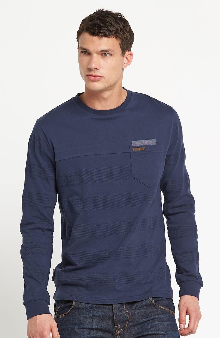 Tričko s dlhými rukávmi od značky Voi Jeans. Voľný strih, prúžky