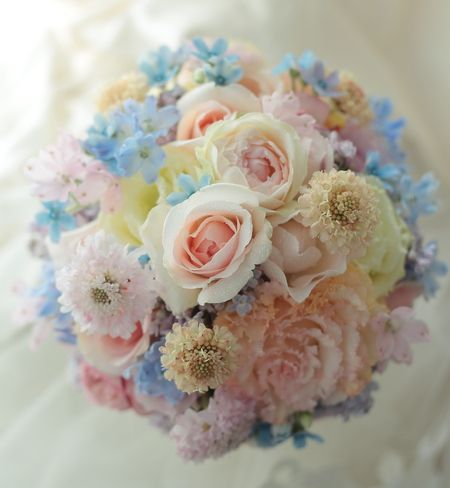 淡い色のブーケ アニヴェルセルみなとみらいさまへ の画像:一会 ウエディングの花