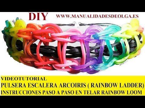 ▶ COMO HACER PULSERA ELÁSTICA MODELO ESCALERA ARCOIRIS EN TELAR RAINBOW LOOM TUTORIAL ESPAÑOL DIY - YouTube INSTRUCCIONES RAINBOW LOOM EN ESPAÑOL. RAINBOW LADDER BRACELET de gomitas (ligas) con el telar RAINBOWLOOM ( antiguamente Twistz Bandz), MUY FACIL. Idea regalo de navidad, cumpleaños, San Valentín...chica, para novia, amiga o madre o chico, para novio, amigo o padre (cambia los colores para adaptarla a sus gustos)
