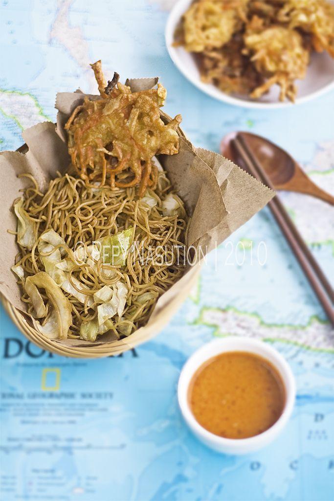 Fried Bihun, Vegetable Fritters and Peanut Sambal