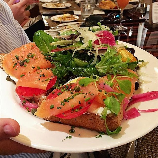Salmon Saturdays. Who can resist house cured Scottish salmon, rye toast, cream cheese, onions, and tomatoes for breakfast? I can't, especially when there are capers involved! So many deliciously good features on Roanoke's Brunch Menu!!! 📍Th