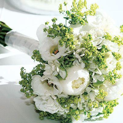 Jennifer Finnigan - bouquet - wedding