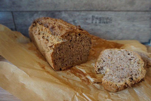 Entdecke mein veganes Rezept für einfaches Walnuss-Brot mit Vollkornmehl. Es gelingt garantiert und schmeckt sagenhaft. Das Rezept gibt es auf meinem Foodblog aus Köln.
