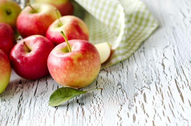 A maçã é uma das frutas mais completas e deliciosas, por alguma razão é conhecida como a fruta da tentação. Neste artigo damos-te 10 razões para a incluir na tua dieta diária e melhorar a tua saúde. A maçã é o fruto da macieira . Este fruto foi...
