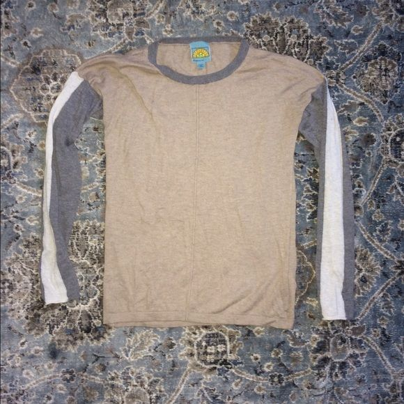 •C&C California• Lightweight Sweater Top Extremely soft c&c California sweater. Beige and gray with cream panels on each arm. Only worn twice. C&C California Sweaters
