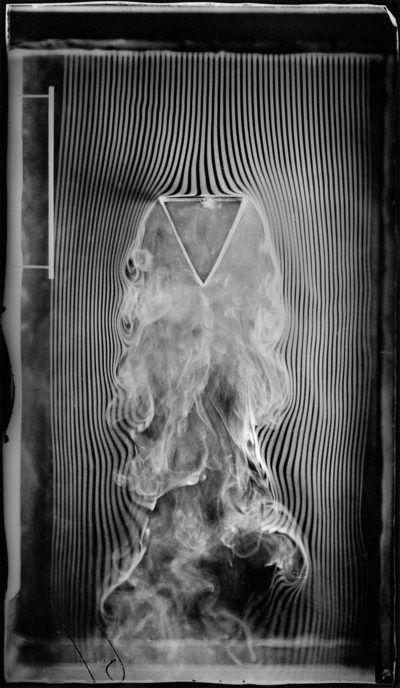Prisme triangulaire présentant au courant une de ses bases, quatrième et dernière version de la machine à fumée, équipée de 57 canaux - 1901