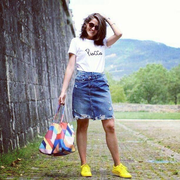 Gracias a Laura blogger de @elmosquitoglamuroso por enviarnos desde Pamplona esta foto tan chula con [Camiseta Básica PioCCa]  Eres un encanto!   Sí quieres la tuya escríbenos al WhatsApp 696828181   #piocca #camiseta #basica #blogger #pamplona #españa #moda #influencer #mujer #marca #blanco #negro #bordado #almeria #hechoenalmeria