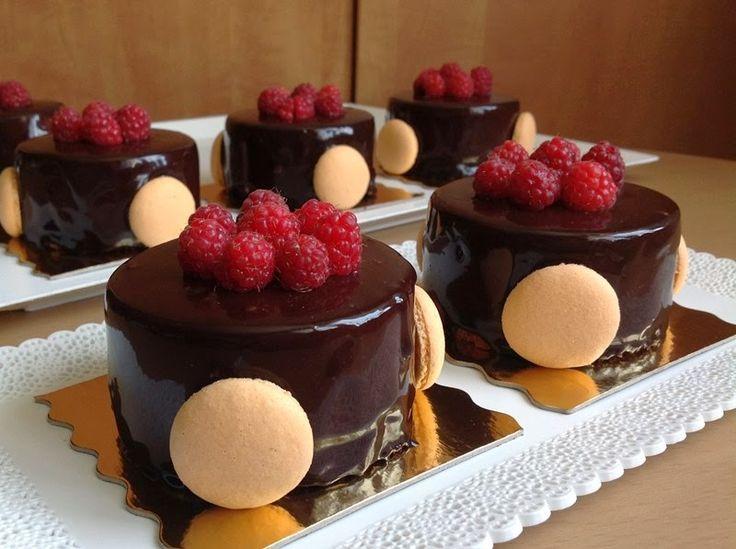 Malinovo-čokoládové pěnové dortíky
