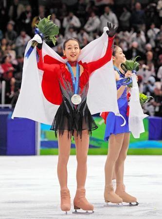 バンクーバー五輪で銀メダル獲得し声援に応える浅田真央 / 浅田真央引退!「気力もなくなりました」深夜ブログで表明  デイリースポーツ 4/11(火) #MaoAsada #浅田真央 #フィギュアスケート