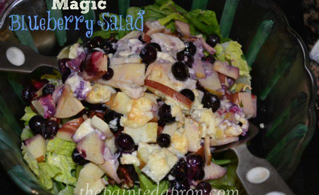 magic blueberry salad thepaintedapron.com Blauwe bessen salade, met appel en blauwe kaas