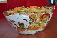 Koperek w kuchni Warstwowa sałatka z chipsami i kurczakiem