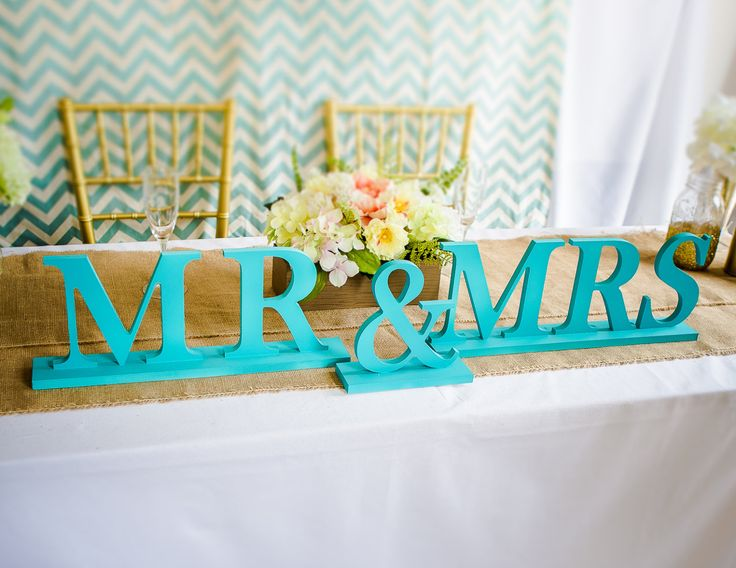 Mr and Mrs Wedding Signs - Tiffany Blue or Teal - Sweetheart Table Decor - Mr & Mrs Letters for Wedding Reception Decor ( Item - MB100 ) de ZCreateDesign en Etsy https://www.etsy.com/es/listing/220821777/mr-and-mrs-wedding-signs-tiffany-blue-or