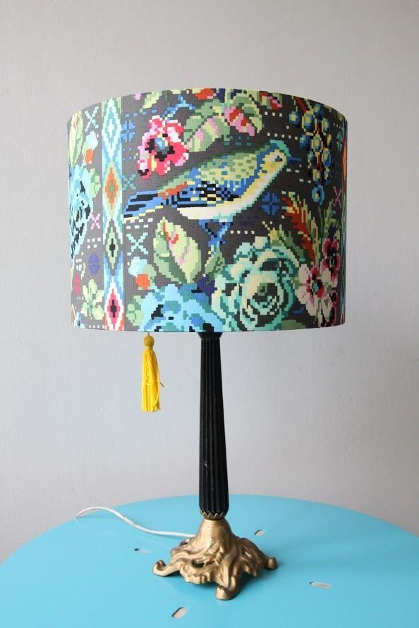 Grey Shade Lamps tak wykorzystało tkaninę z kolekcji Hapi od Amy Butler i zestaw do samodzielnego wykonania abażura.