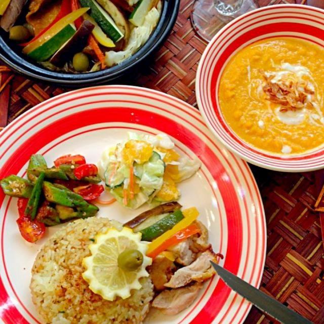 ✨yukaさんのモロッコ風冷製キャロットスープ ✨甘夏のコールスロー ✨オクラのトマト煮 ✨モロッカンチキンw/プリザーブドレモン ✨サフランガーリックピラフ 駅から汗だくで帰宅し、涼しいお部屋でスパイシーでほんのり甘いモッロッカンディナー - 94件のもぐもぐ - Tonight Amigo's Moroccan Dinnerモロッコナイト by Ami