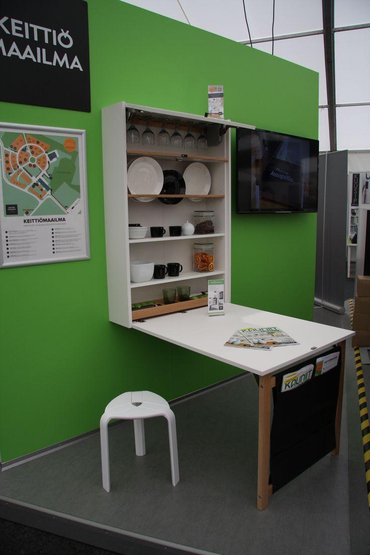 Keittiömaailma Asuntomessuosastoa 2015. Uutuus klaffikaappi pieneen tilaan! #size0kitchen #asuntomessut2015