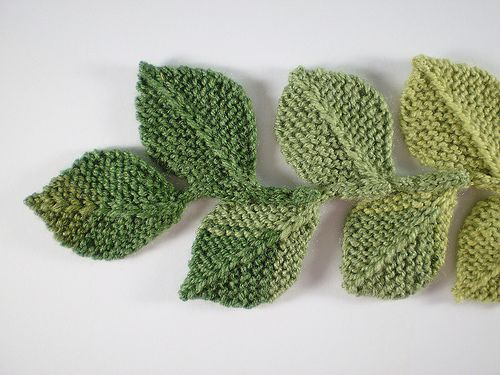 How To Knit A Leaf Pattern : This is the second in a series of twelve linked patterns for a knitted wreath...