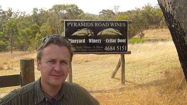 Winegroover Creative Partner Jeff Hopkins-Weise at the entrance to Pyramids Road, eager to go in and try the wines.  www.winegroover.com
