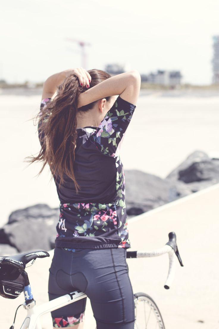 4LMNTS Floral Cycling Kit - Women's Cycling Fashion - Shop now on www.4LMNTS.eu