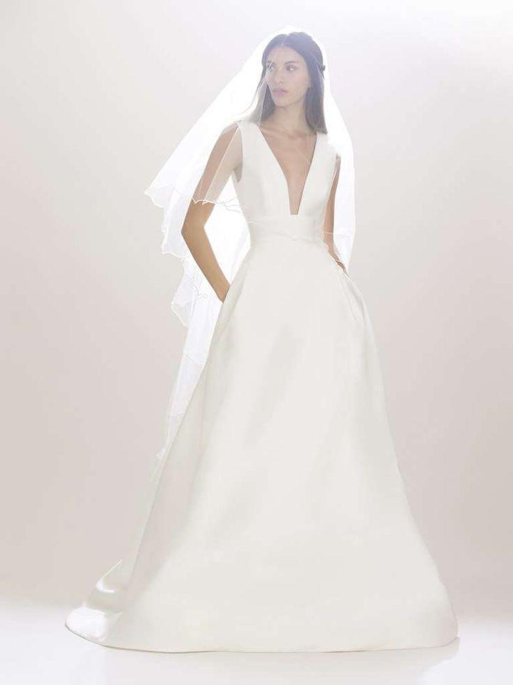 Carolina Herrera abiti da sposa 2017 - Vestito con maxi scollatura