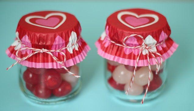 Scopri come realizzare un regalo di San Valentino fai da te con il riciclo creativo dei barattoli di vetro