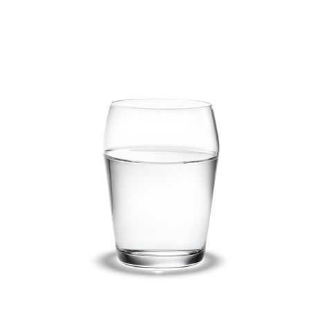 There is a line on all glasses in Tom Nybroe's Perfection range to emphasise the range in a streamlined look. The tumbler with a volume of 15 cl is pleasant to drink from and just as good for juice on the brunch table as it is for an evening drink. #holmegaard #perfection #tumbler