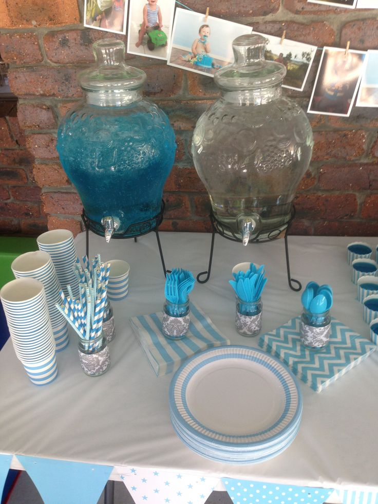 just add two drops of food colouring to sprite/lemonade to match your theme colour :)