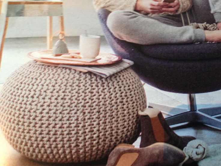 Gezien in #Libelle, hippe gebreide pouf. Hebbelief.nl