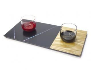 Place mat - S(黒) - 螺鈿技法をグラスや木材に使用し、職人による手作業で丁寧に仕上げられている。 漆が持つ柔らかさと美しさは、グラスの透明感と絶妙にマッチし、食卓に新たな彩りを添えてくれる。   COS KYOTO Online Store