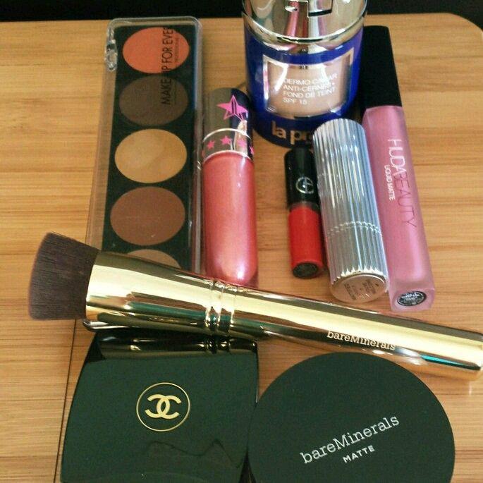 La pairie concealer Foundation / Make up Forever / Jeffree Star Velour Lipstick / Giorgio Armani Maestro Lipstick / Estee Lauder Edit Matte lipstick / Huda Beauty matte lipstick / Chanel premiere