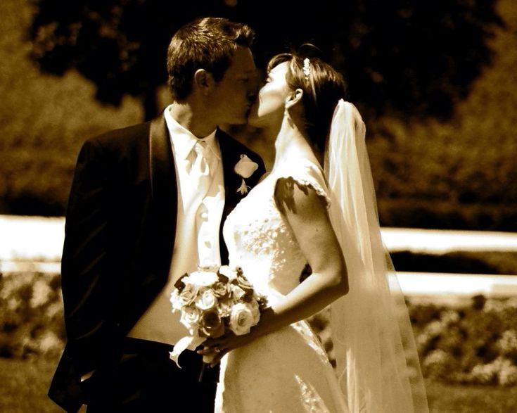 El Protocolo de las Participaciones de Casamiento: ¿A quién pongo primero en la participación? ¿Mis padres, nosotros o quién? El protocolo de las participaciones de casamiento puede variar de acuerdo al tipo de ceremonia o la condición familiar de los novios.  Esta guia lo explica todo super fácil!!