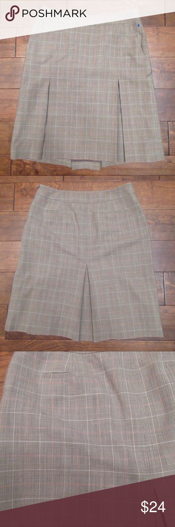 346 Brooks Brothers Brown Plaid Wool Short Skirt Size 10 96% Wool 4% Lycra Side zipper Brown, Beige, Blue, White & Pink plaid Lined  Pockets Great condition Brooks Brothers Skirts Mini