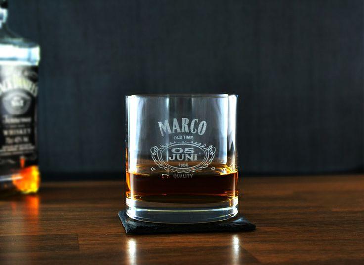 Kristall Whisky Glas mit Gravur Geburtstag von Zeichen der Erinnerung auf DaWanda.com