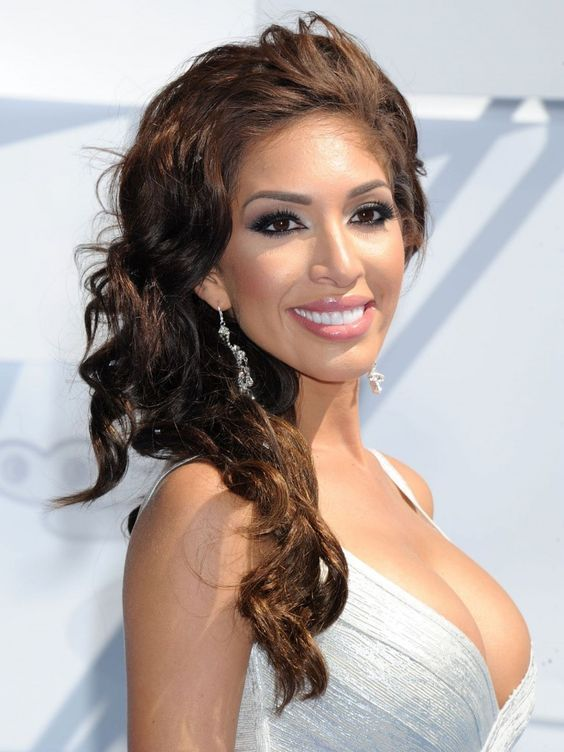 Farrah Abraham is an American reality television personality. In 2013 Abraham gained notoriety after the release of the 'sex tape' Farrah Superstar: Backdoor Teen Mom in which she appeared with adult-film star James Deen #celebrities #celebrity #celebritywomen #celebritieswoman #celebritiesstyle
