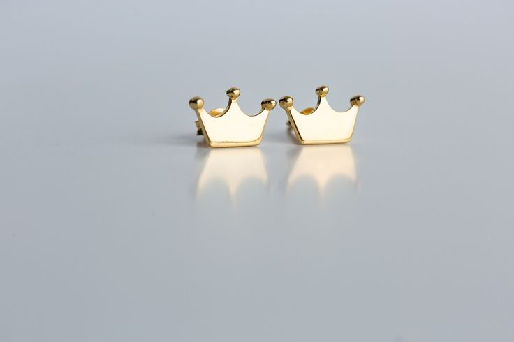 Crown earrings as the company logo Price:24.00€