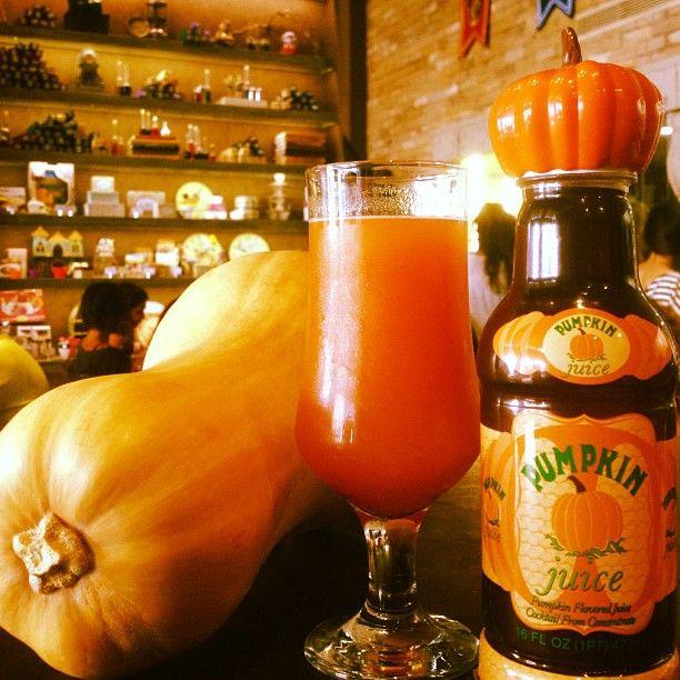 Pumpkin Juice! Ενα απο τα πλέον αγαπημένα ροφήματα στον κόσμο του Πότερ και όχι μόνο. Η δική μας εκδοχή περιέχει μπαχαρικά και ποικιλία φρούτων.