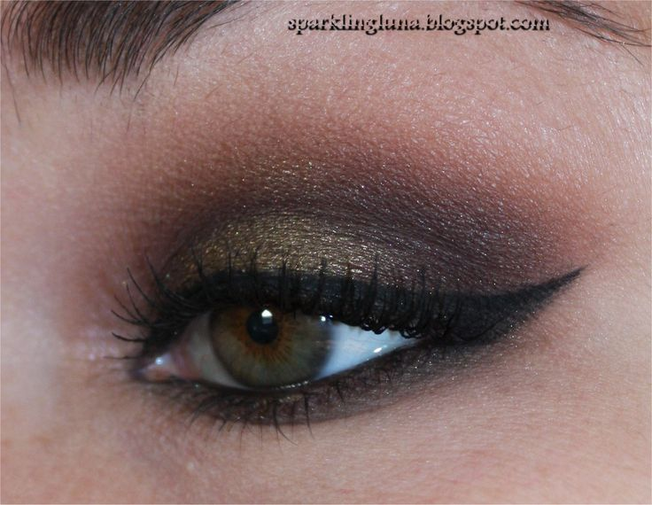 As promised , today's look is created with the Urban Decay Gwen Stefani palette . From the moment i saw this one on Instagram , i knew i h...