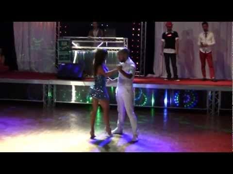 Carol Villanova e Rodrigo Marques - Aniversário do Zé do Lago 2012 - YouTube