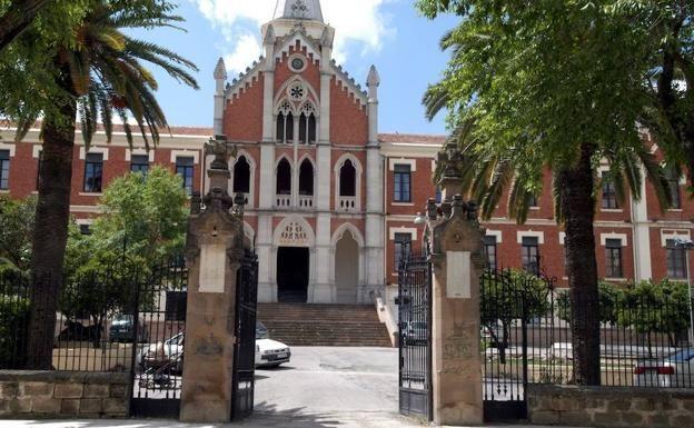 Vista exterior del Hospital de Los Marqueses de Linares.
