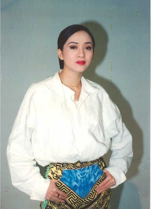 Anita Mui, (Typical Pose)
