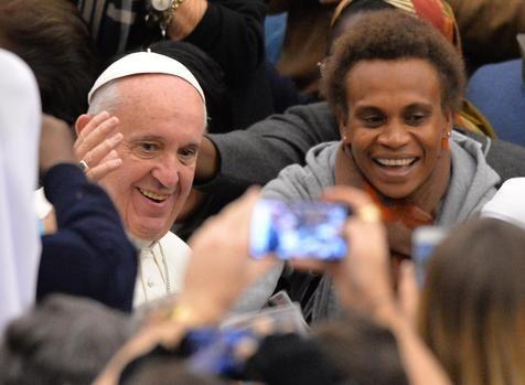 Papa sai em defesa de professores 'mal pagos'. (foto: ANSA)